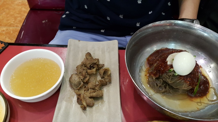 bibim nengmyion with meat